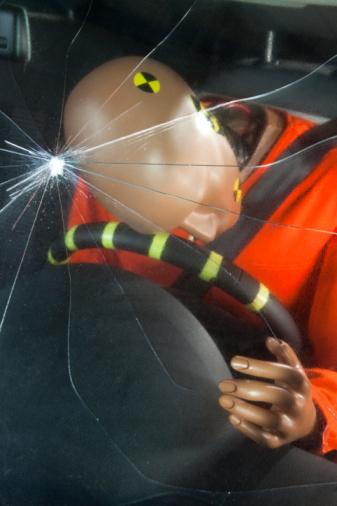Crash Test「A windshield cracked by the impact of a crash test」:スマホ壁紙(18)