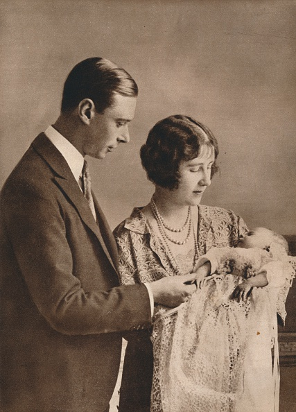 Young Adult「The Duke and Duchess of York at the christening of Princess Elizabeth', 1926」:写真・画像(8)[壁紙.com]