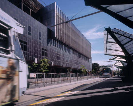 Cable Car「Trams arriving at futuristic tram stop, Melbourne」:スマホ壁紙(6)