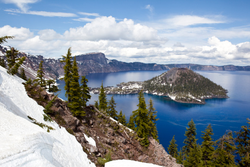 Crater Lake National Park「View of a snow covered island in Crater Lake, Oregon.」:スマホ壁紙(9)