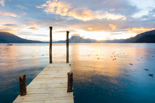 Lake Atitlan「View of a setting sun from a dock in Panajachel, in the edges of Lake Atitla, Guatemala.」:スマホ壁紙(12)