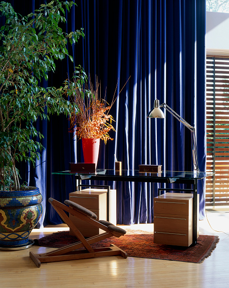 Electric Lamp「View of a study table against a blue curtain」:写真・画像(4)[壁紙.com]