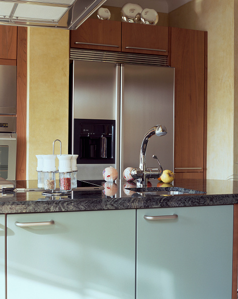 Kitchen「View of a sink in an elegant kitchen」:写真・画像(7)[壁紙.com]