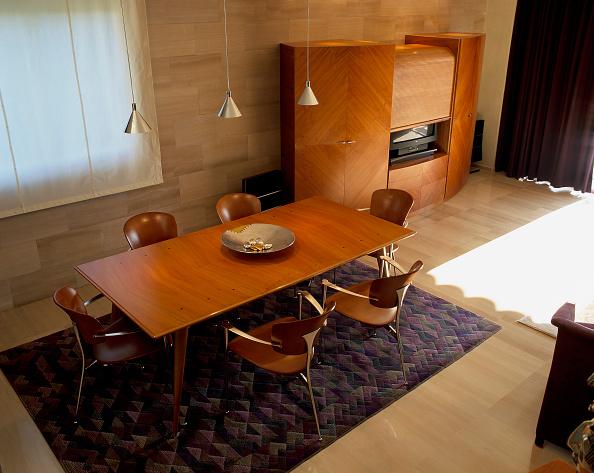 Crockery「View of a spacious dining room」:写真・画像(2)[壁紙.com]