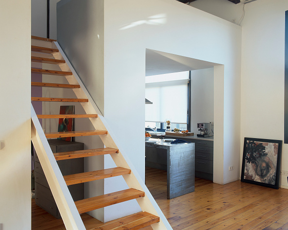 Hardwood Floor「View of a staircase in a hall」:写真・画像(1)[壁紙.com]