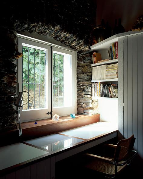 Transparent「View of a study table near a window」:写真・画像(9)[壁紙.com]