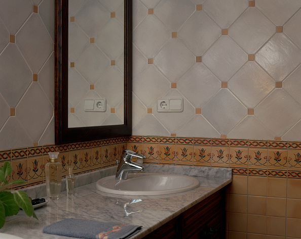 Tile「View of a sink in a clean bathroom」:写真・画像(7)[壁紙.com]