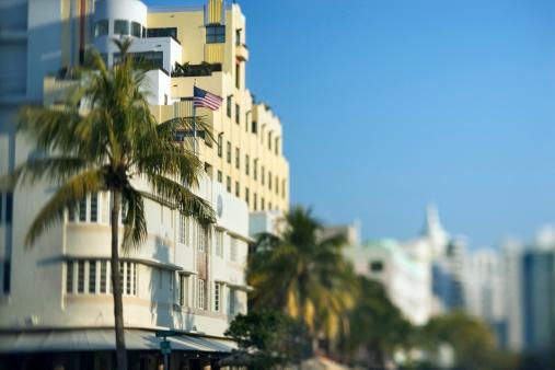 Miami Beach「Art Deco District condominium in Miami, Florida」:スマホ壁紙(7)