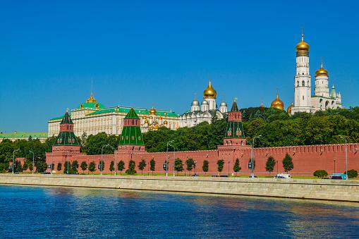 Cathedral「Moscow Kremlin and Moskva river」:スマホ壁紙(2)