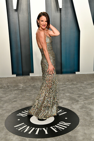 Scalloped - Pattern「2020 Vanity Fair Oscar Party Hosted By Radhika Jones - Arrivals」:写真・画像(6)[壁紙.com]