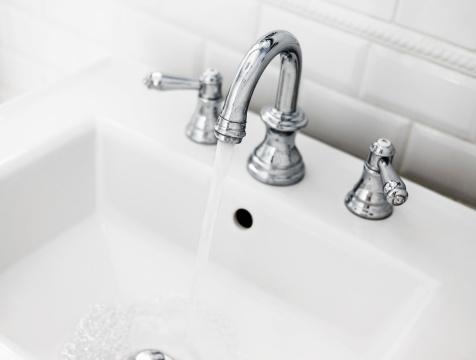 スイセン「バスルームの洗面台と蛇口」:スマホ壁紙(12)