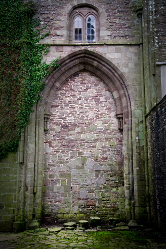 Abbey - Monastery「Old Walled up Stone Doorway at Llanthony Priory, Wales」:スマホ壁紙(0)