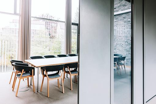 Working「modern meeting room」:スマホ壁紙(12)