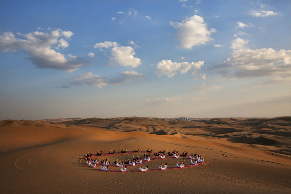 Yoga「Sounding Sand Desert In Inner Mongolia」:写真・画像(19)[壁紙.com]