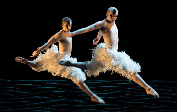 "Ian Gavan「Matthew Bourne's ""Swan Lake"" - Photocall」:写真・画像(17)[壁紙.com]"