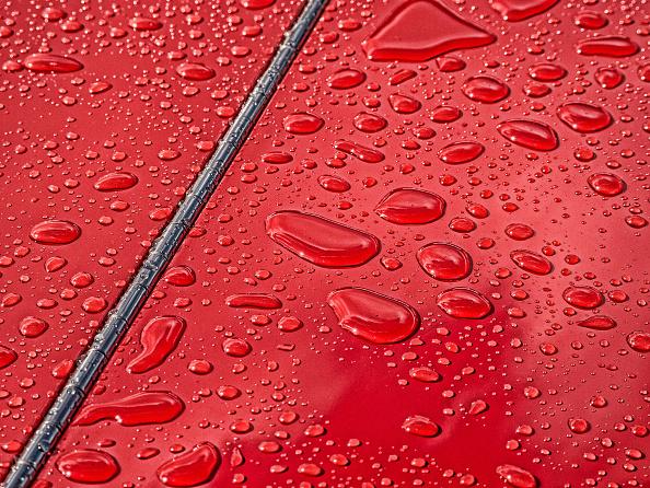Bead「Raindrops beading on classic car paintwork」:写真・画像(7)[壁紙.com]