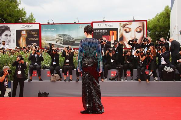 Large Group Of People「'The Wait' Premiere - 72nd Venice Film Festival」:写真・画像(10)[壁紙.com]