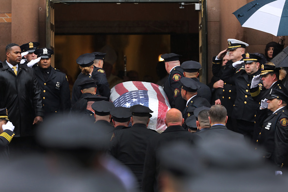Jersey City「Funeral Held For Police Detective Joseph Seals Killed During Shooting In New Jersey City」:写真・画像(11)[壁紙.com]