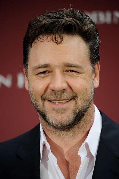 Shirt「Russell Crowe Attends 'Robin Hood' Photocall in Madrid」:写真・画像(10)[壁紙.com]