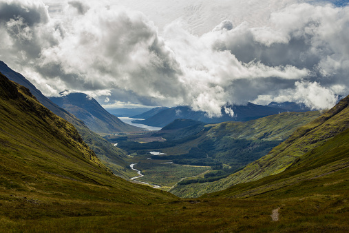 Valley「Scotland, Highlands, Glen Etive, View of cloudy sky above valley」:スマホ壁紙(7)