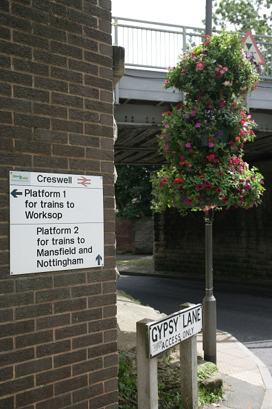 Finance and Economy「Access and signs and floral display at Creswell station」:写真・画像(19)[壁紙.com]