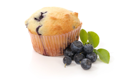 Cupcake「Blueberry Muffin and fresh blueberries, isolated on white」:スマホ壁紙(1)