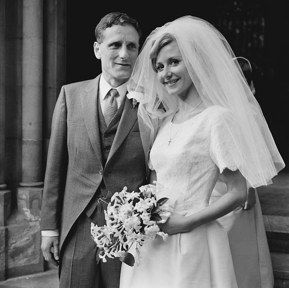 Wedding Dress「Barry England and Diane Clare」:写真・画像(16)[壁紙.com]