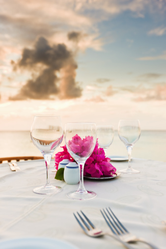 Resort「Romantic Dinner at Beach during Sunset」:スマホ壁紙(12)