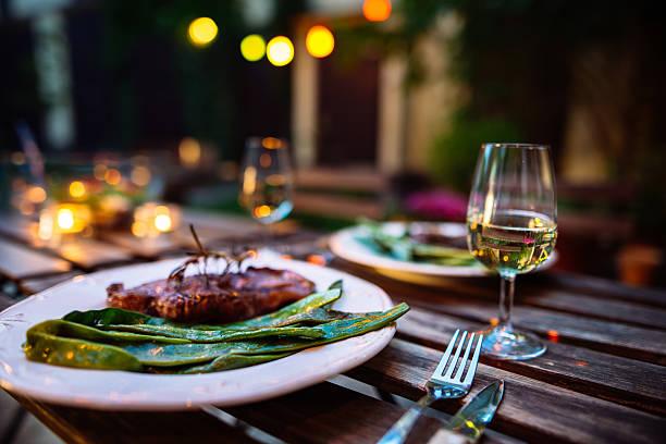 Romantic dinner outdoor.:スマホ壁紙(壁紙.com)