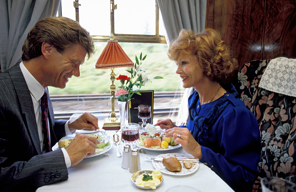Eating「A romantic dinner for two aboard the VSOE Orient Express」:写真・画像(16)[壁紙.com]