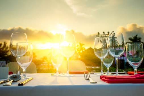 Tourist Resort「Romantic Dinner at beach in sunset」:スマホ壁紙(8)