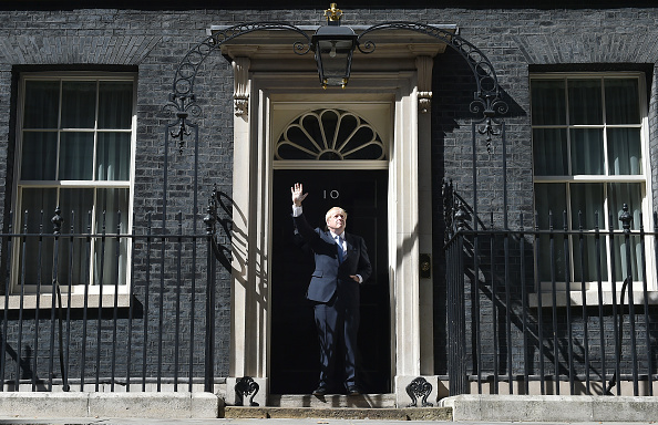 Jeff J Mitchell「Boris Johnson Arrives In Downing Street To Take The Office Of Prime Minister」:写真・画像(13)[壁紙.com]