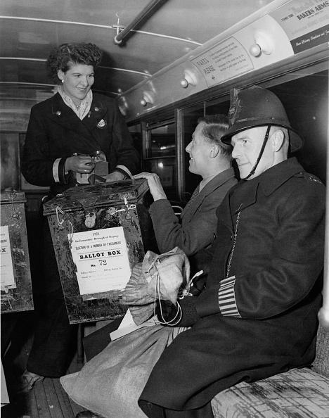 Monty Fresco「Votes By Bus」:写真・画像(2)[壁紙.com]