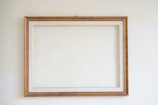 Photography「Interior wall with blank picture frame」:スマホ壁紙(11)