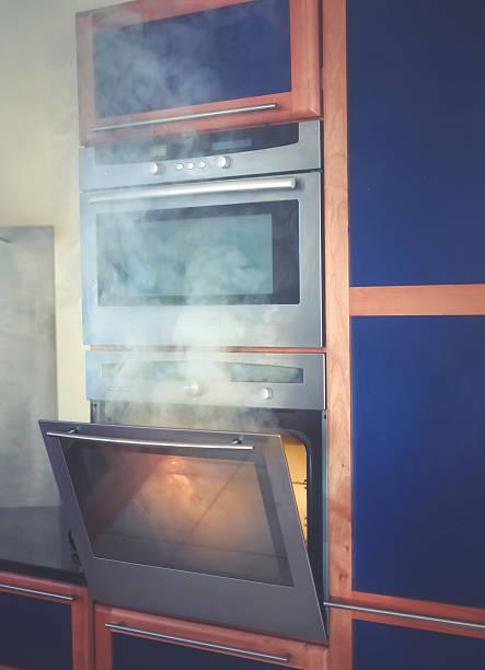 Food burning in the oven:スマホ壁紙(壁紙.com)