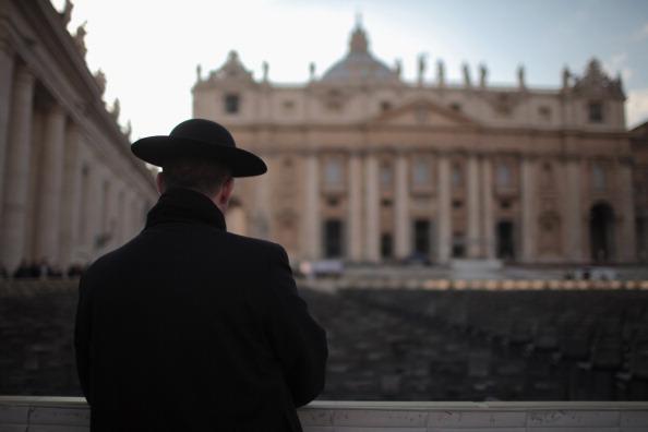 Priest「The Vatican Prepares For The Departure This Week Of Pope Benedict XVI」:写真・画像(5)[壁紙.com]