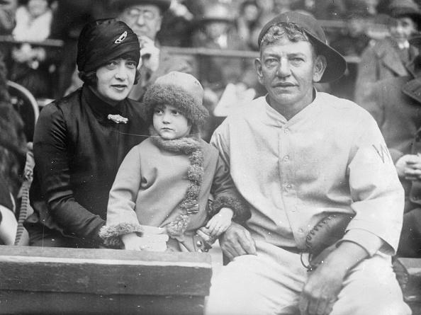 Baseball - Sport「Helen Woodford Ruth, Dorothy Ruth, And Nick Affrock」:写真・画像(9)[壁紙.com]