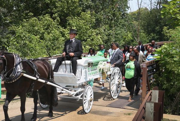Scott Olson「Funeral Held For 11-Year-Old Shamiya Adams, Killed By Stray Bullet In Chicago」:写真・画像(8)[壁紙.com]
