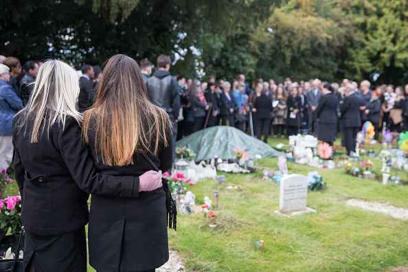 Footpath「People Gather To Mourn Baby Girl Found On An Oxford Footpath」:写真・画像(17)[壁紙.com]