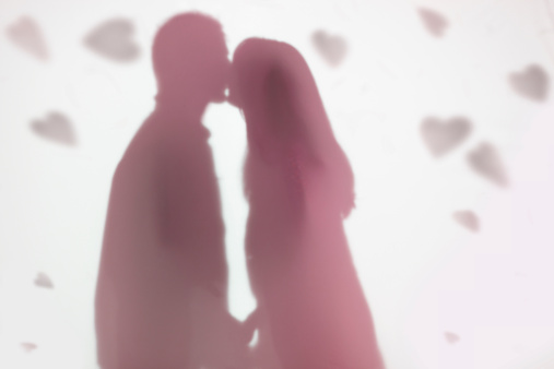 Kissing「couple kissing surrounded by paper hearts」:スマホ壁紙(16)