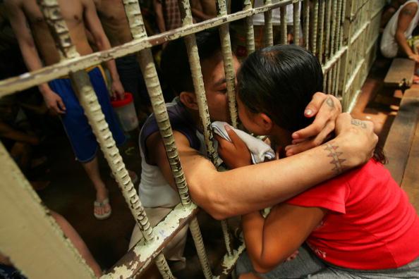 Dozen「Prisoners Live In Cells Of Human Misery In Overcrowded Manila Jail」:写真・画像(9)[壁紙.com]