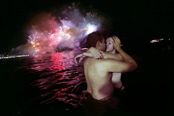 Couple - Relationship「Rio De Janeiro Celebrates  New Year's」:写真・画像(3)[壁紙.com]