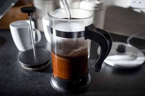 French Press「Hot water pouring into a French press coffee maker」:スマホ壁紙(15)