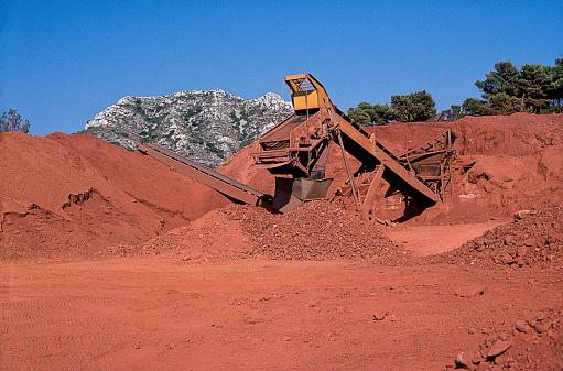 Bauxite「Bauxite mine in Les Baux-de-Provence; France」:スマホ壁紙(2)