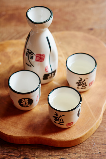 Sake「Sake set with 4 cups and a carafe, two cups filled with sake」:スマホ壁紙(6)