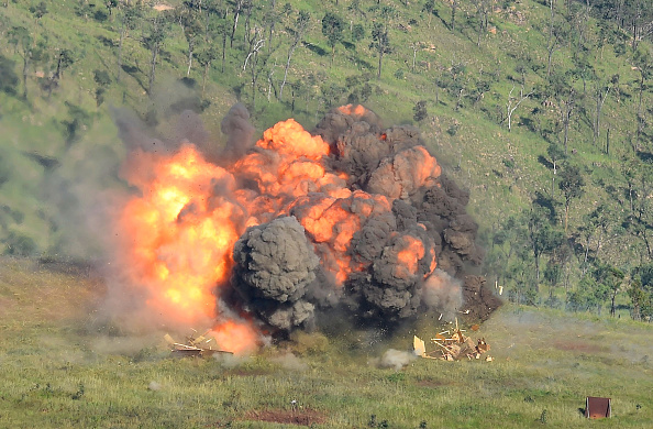 Exploding「US Navy Fighter Squadron In Townsville For Air Force Exercise Black Dagger」:写真・画像(10)[壁紙.com]