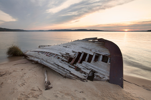 Great Lakes「Ruins Of An Old Boat Abandoned On The Beach Of Lake Superior Near Marquette; Michigan United States Of America」:スマホ壁紙(1)