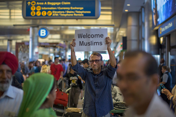 LAX Airport「President Trump's Revised Travel Ban Goes Into Effect, After Supreme Court Partially Revives It」:写真・画像(11)[壁紙.com]