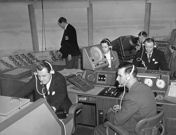 Heathrow Airport「Air Traffic Control」:写真・画像(1)[壁紙.com]