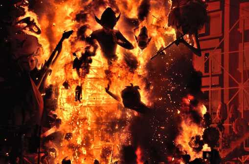 Hell「Burning of Falla street art display in Valencia」:スマホ壁紙(2)